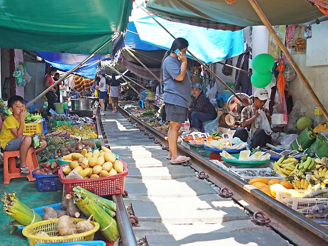 train marché thailande